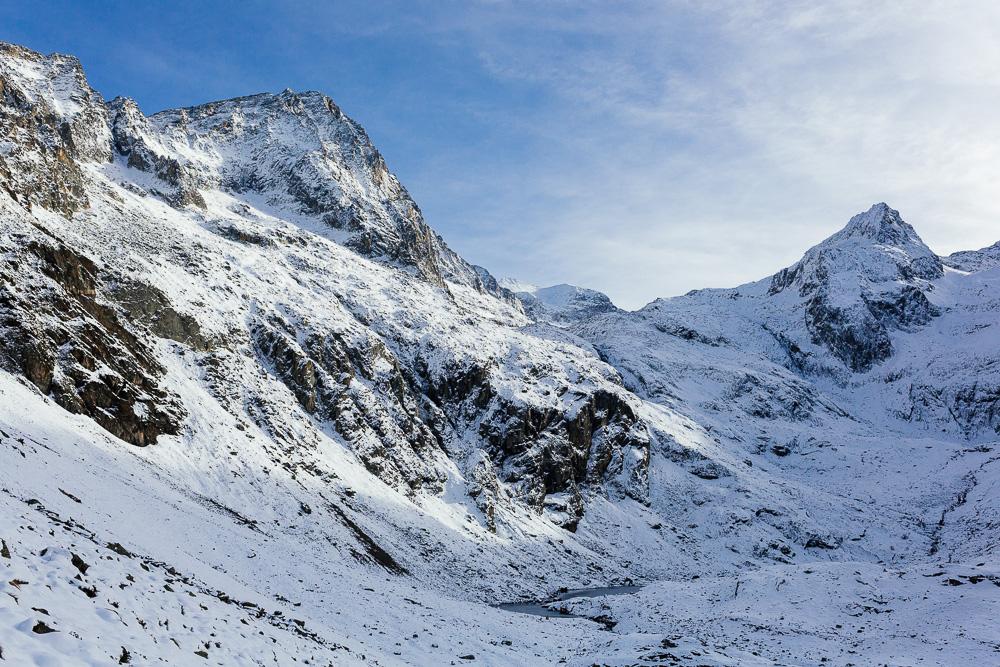 rando-pyrenees-lac-d-oo-lac-d-espingo-rose-fushia-photographie-44