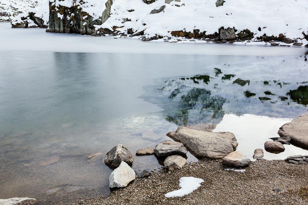 rando-pyrenees-lac-d-oo-lac-d-espingo-rose-fushia-photographie-50