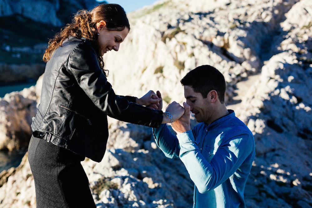 seance-engagement-calanques-marseille-amandine-pierre-rosefushiaphotographie03