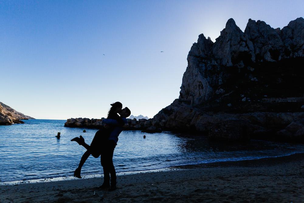 seance-engagement-calanques-marseille-amandine-pierre-rosefushiaphotographie24