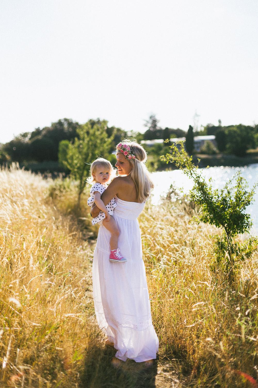 seance-famille-au-bord-du-lac-cindy-thomas-and-co-rose-fushia-photographie-toulouse004