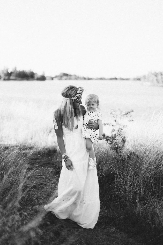 seance-famille-au-bord-du-lac-cindy-thomas-and-co-rose-fushia-photographie-toulouse010