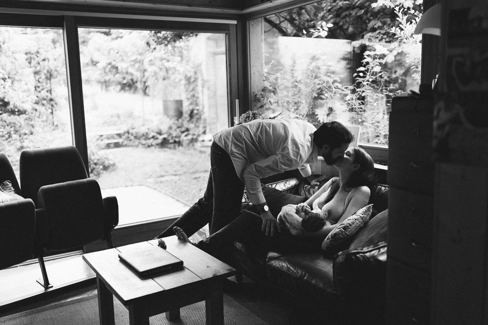seance-naissance-lifestyle-a-la-maison-luce-mulhouse-rosefushiaphotographie02