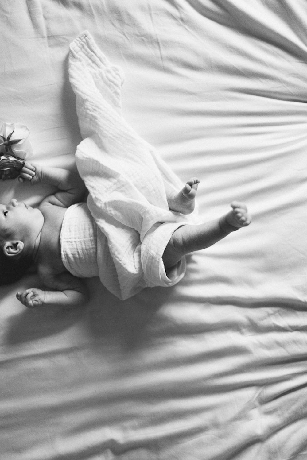 seance-naissance-lifestyle-a-la-maison-luce-mulhouse-rosefushiaphotographie13