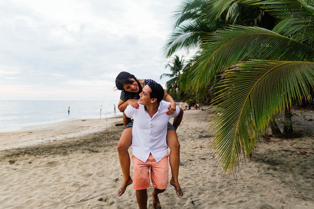 love-session-analaura-kenneth-costa-rica-caribbean-coast-rosefushiaphotographie38