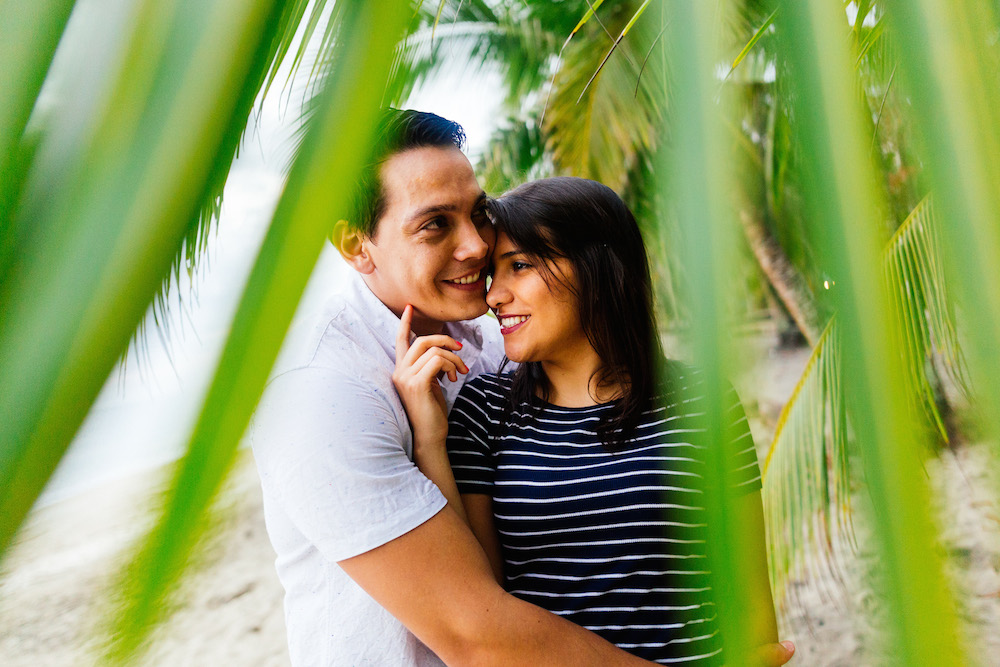 love-session-analaura-kenneth-costa-rica-caribbean-coast-rosefushiaphotographie39
