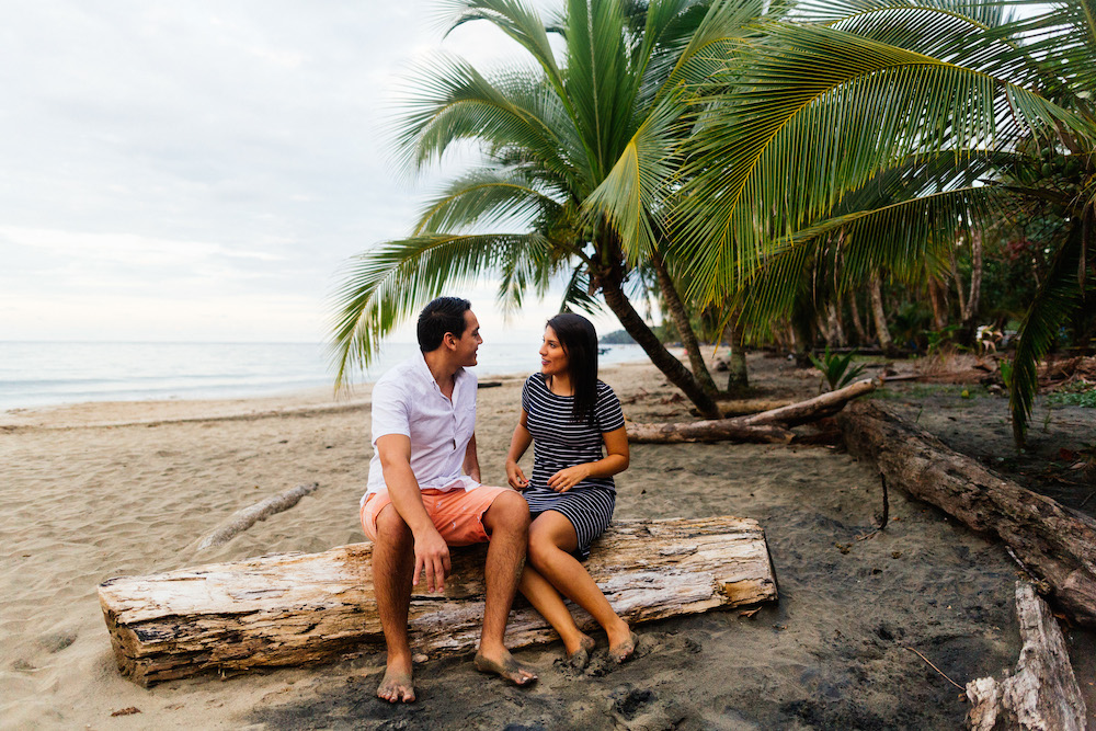 love-session-analaura-kenneth-costa-rica-caribbean-cost-rosefushiaphotographie21