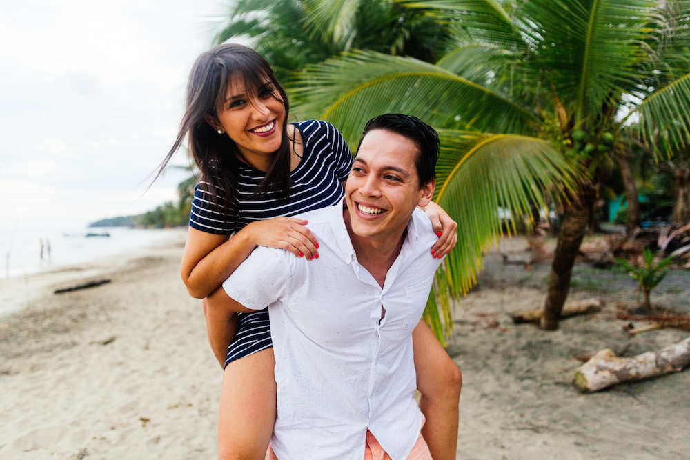 love-session-analaura-kenneth-costa-rica-caribbean-cost-rosefushiaphotographie29