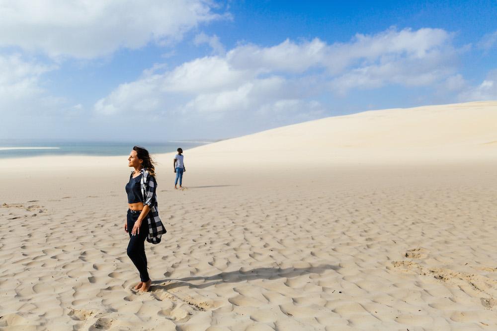 seance-engagement-dune-du-pyla-arcachon-marieaurele-oumar-rosefushiaphotographie04