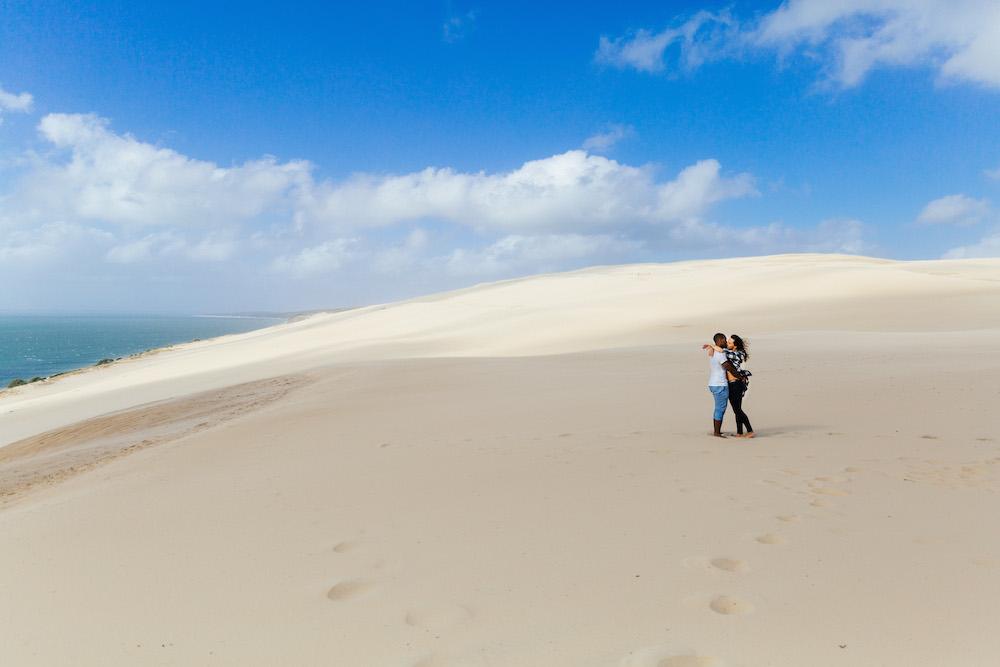 seance-engagement-dune-du-pyla-arcachon-marieaurele-oumar-rosefushiaphotographie07