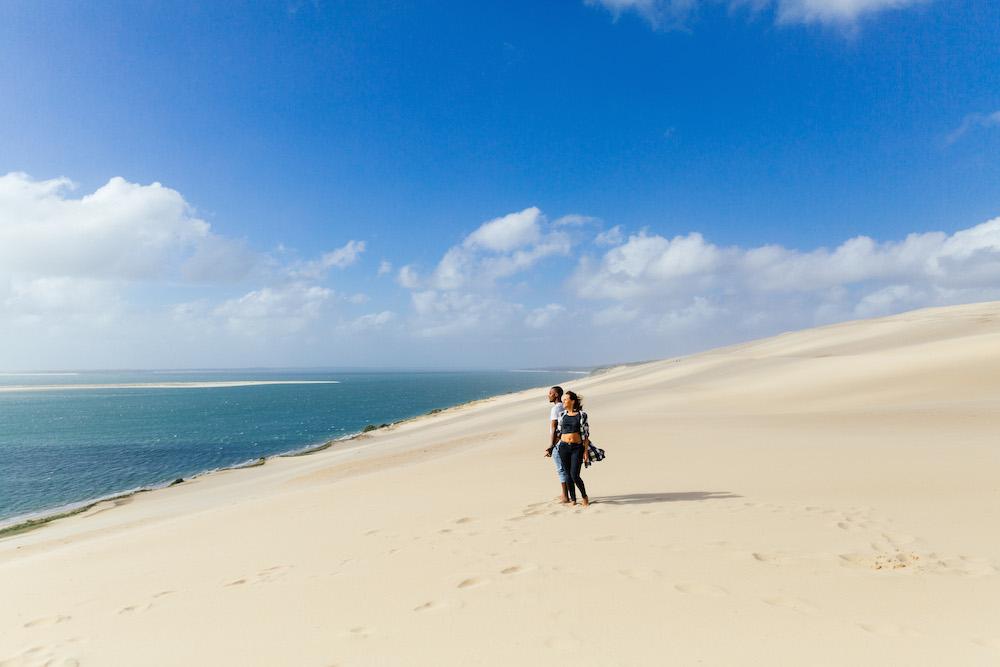 seance-engagement-dune-du-pyla-arcachon-marieaurele-oumar-rosefushiaphotographie08