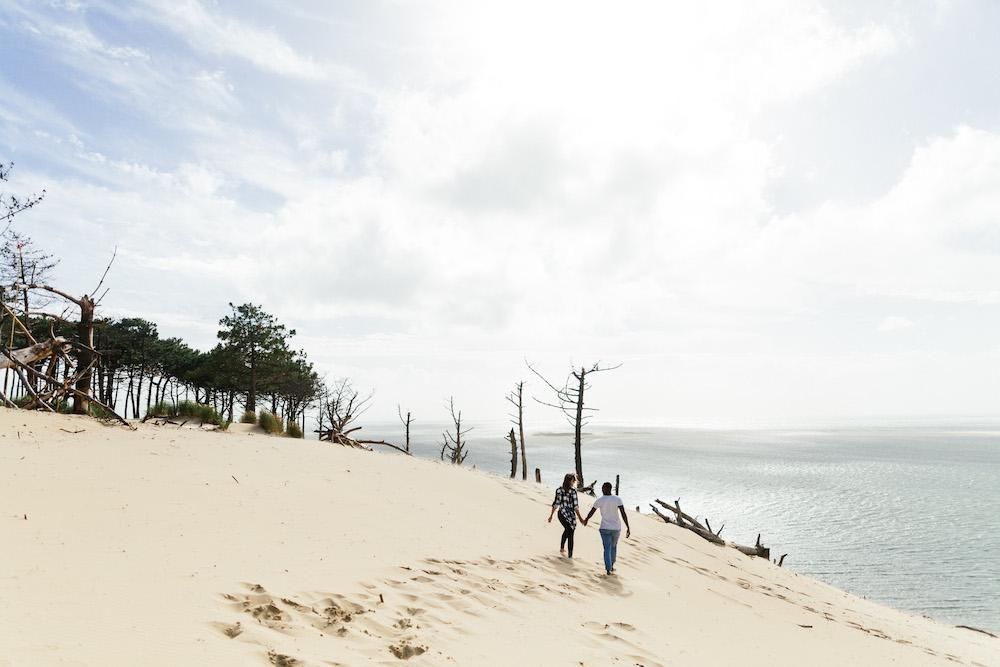seance-engagement-dune-du-pyla-arcachon-marieaurele-oumar-rosefushiaphotographie11