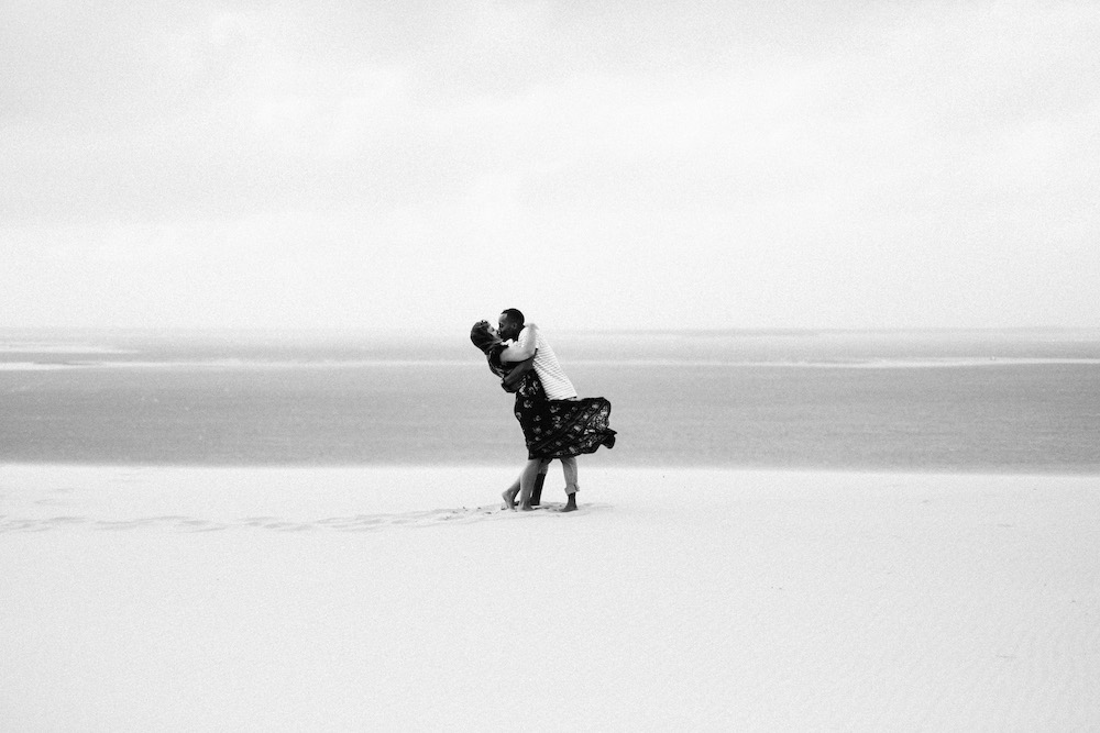 seance-engagement-dune-du-pyla-arcachon-marieaurele-oumar-rosefushiaphotographie22