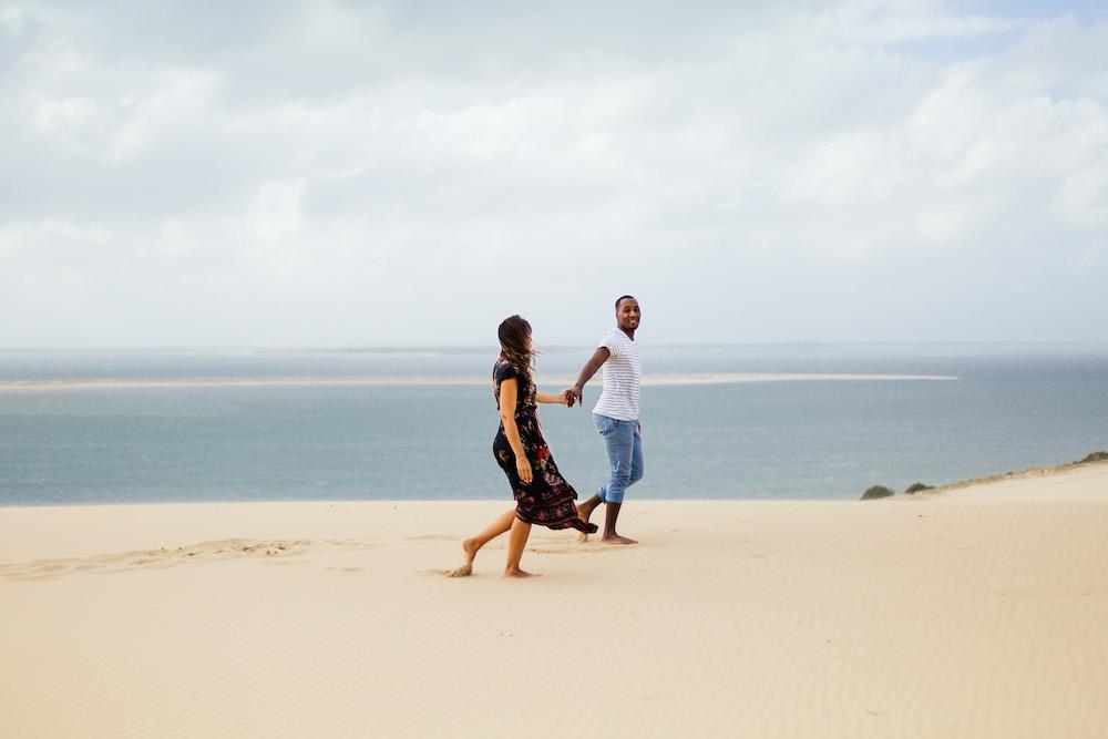 seance-engagement-dune-du-pyla-arcachon-marieaurele-oumar-rosefushiaphotographie23