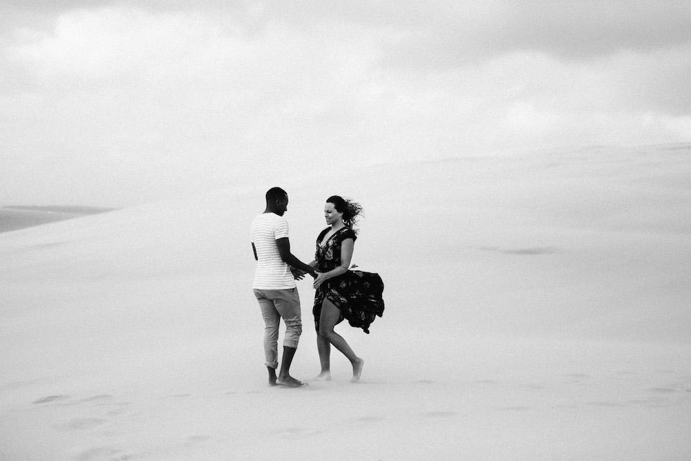 seance-engagement-dune-du-pyla-arcachon-marieaurele-oumar-rosefushiaphotographie24
