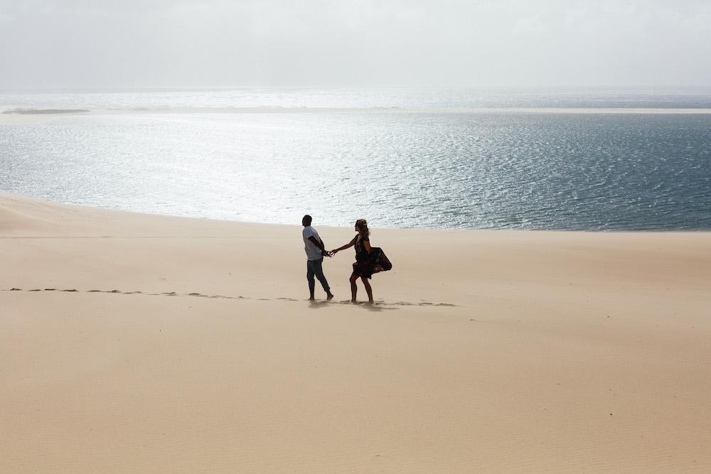 seance-engagement-dune-du-pyla-arcachon-marieaurele-oumar-rosefushiaphotographie27