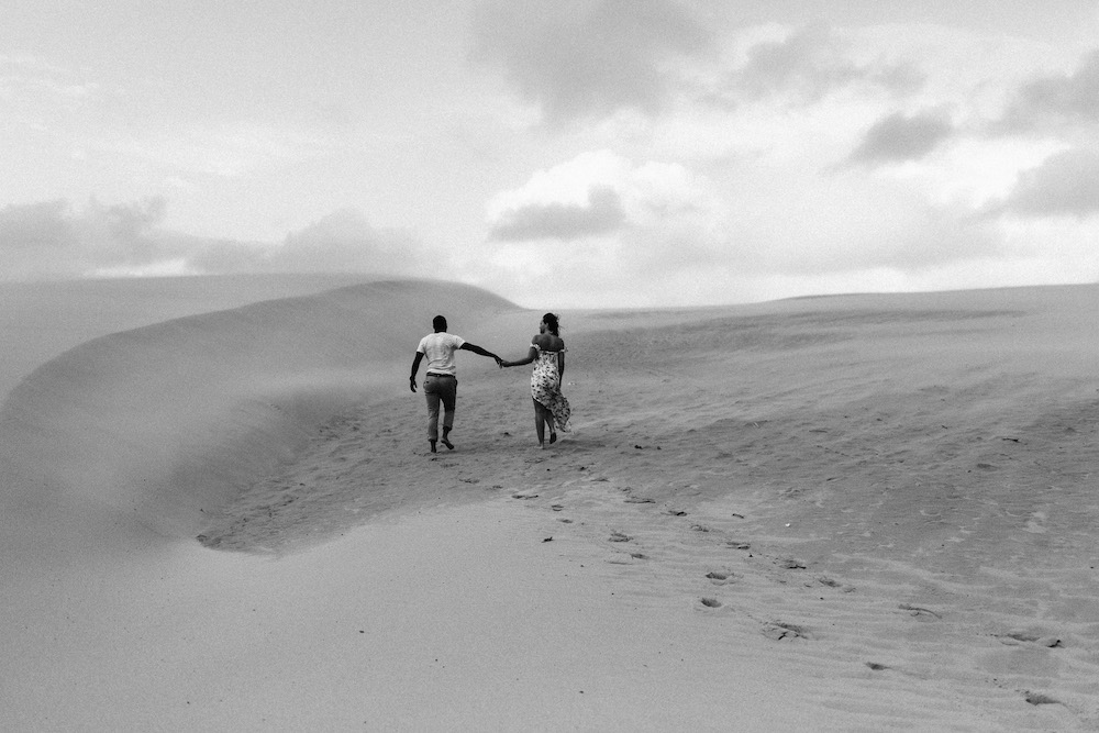 seance-engagement-dune-du-pyla-arcachon-marieaurele-oumar-rosefushiaphotographie33