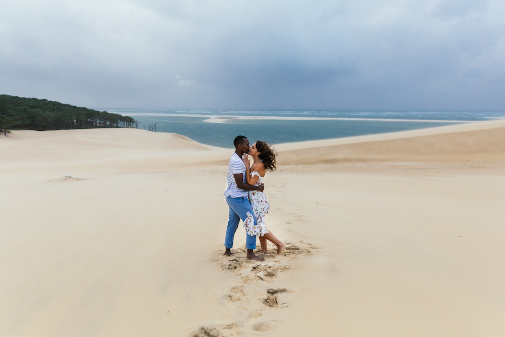 seance-engagement-dune-du-pyla-arcachon-marieaurele-oumar-rosefushiaphotographie37