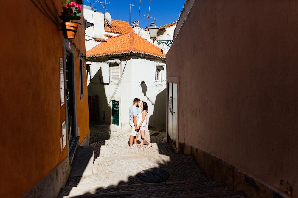 seance-couple-lisbonne-olivia-pierre-lisbonlovesession-rosefushiaphotographie010