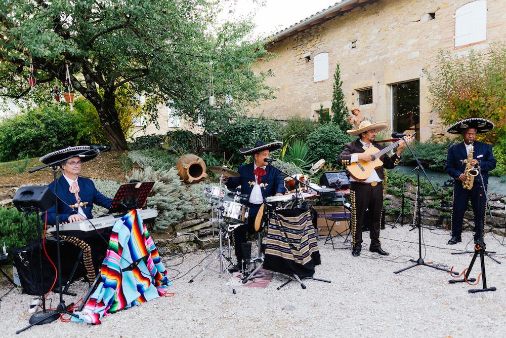 mariage-mexicain-lea-et-luc-chateau-de-terride-puycelsi-tarn-rosefushiaphotographie095
