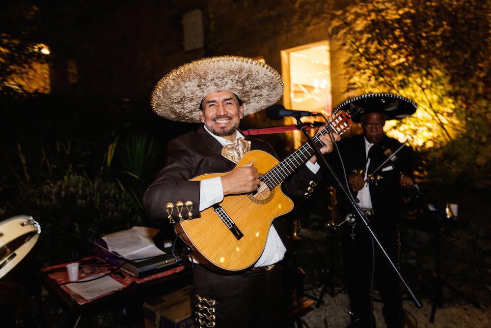 mariage-mexicain-lea-et-luc-chateau-de-terride-puycelsi-tarn-rosefushiaphotographie118