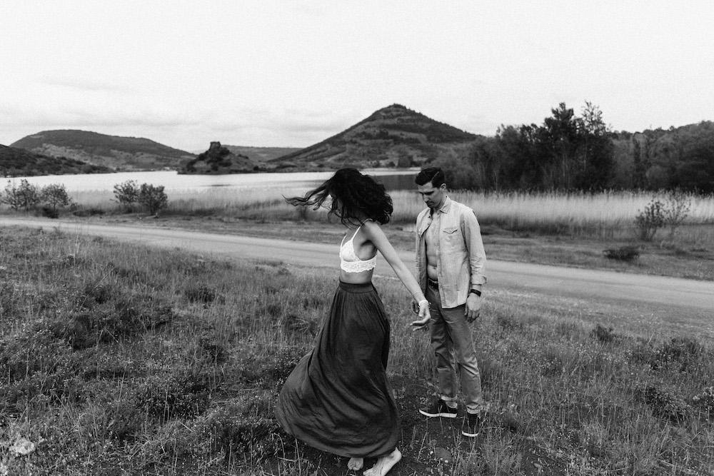 seance-engagement-roadtrip-combi-vw-camille-cyril-lacdusalagou-rosefushiaphotographie07
