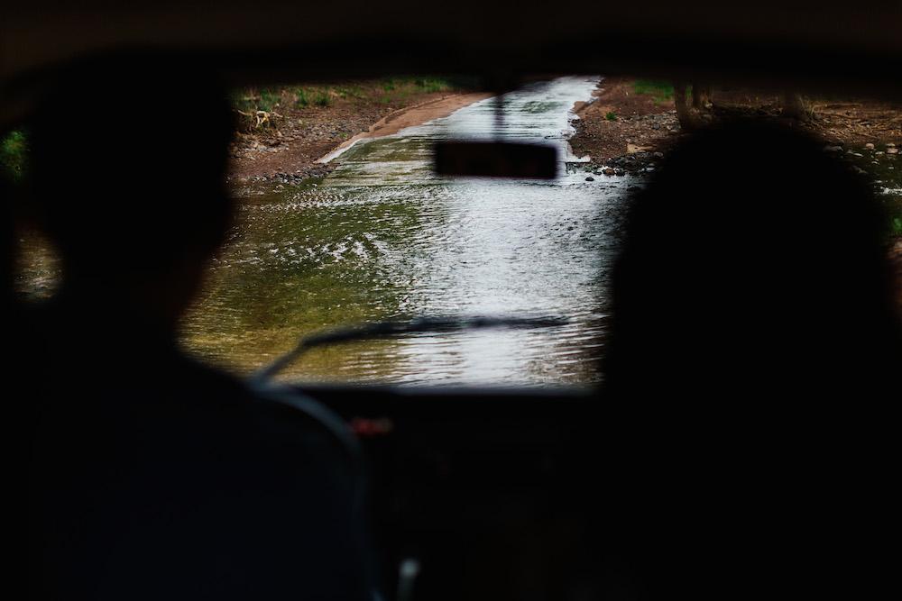 seance-engagement-roadtrip-combi-vw-camille-cyril-lacdusalagou-rosefushiaphotographie24