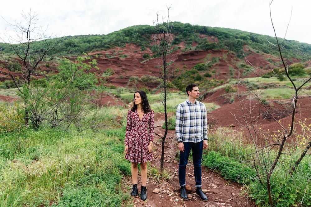 seance-engagement-roadtrip-combi-vw-camille-cyril-lacdusalagou-rosefushiaphotographie50