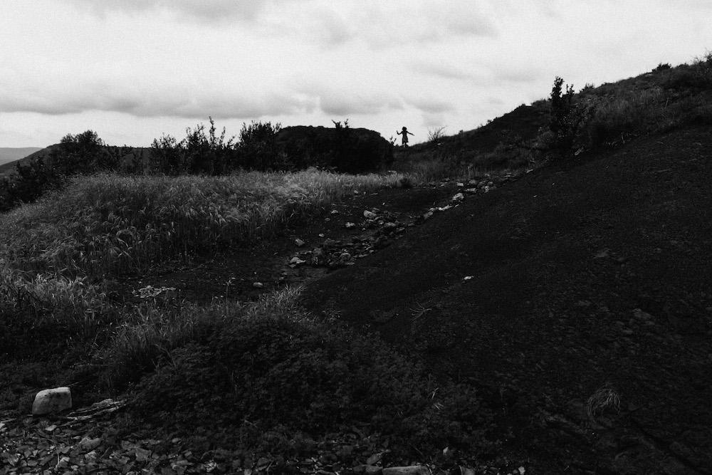 seance-engagement-roadtrip-combi-vw-camille-cyril-lacdusalagou-rosefushiaphotographie57