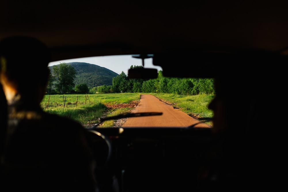 seance-engagement-roadtrip-combi-vw-camille-cyril-lacdusalagou-rosefushiaphotographie61