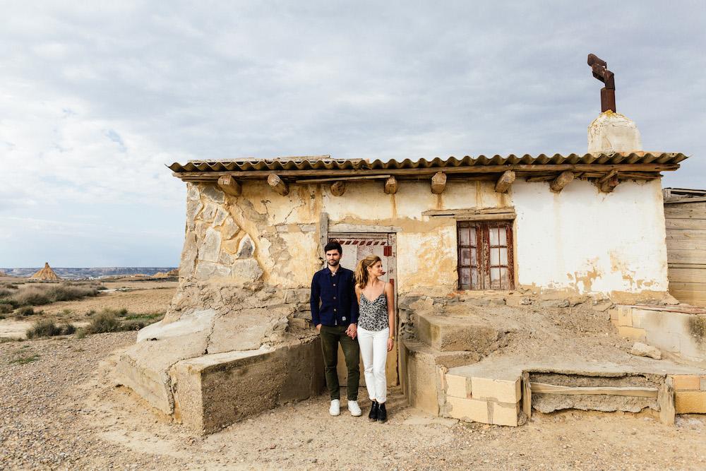couple-session-emma-olivier-desert-bardenas-reales-rosefushiaphotographie010