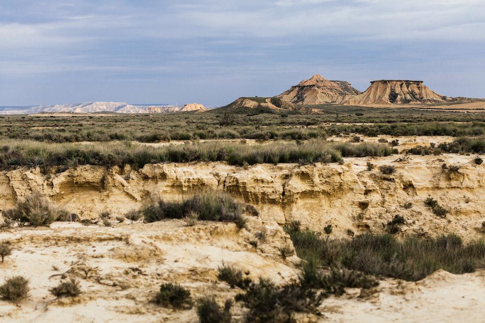 couple-session-emma-olivier-desert-bardenas-reales-rosefushiaphotographie040