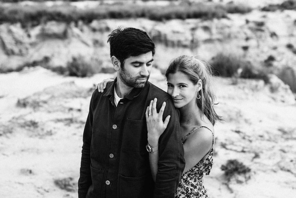 couple-session-emma-olivier-desert-bardenas-reales-rosefushiaphotographie043
