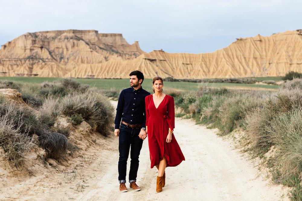 couple-session-emma-olivier-desert-bardenas-reales-rosefushiaphotographie047