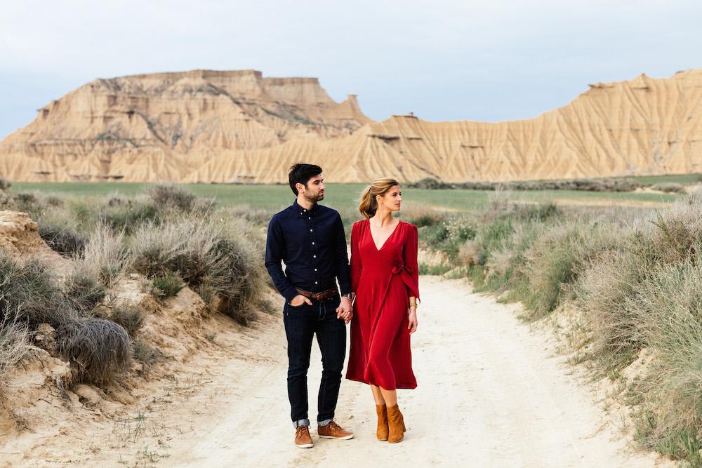 couple-session-emma-olivier-desert-bardenas-reales-rosefushiaphotographie048
