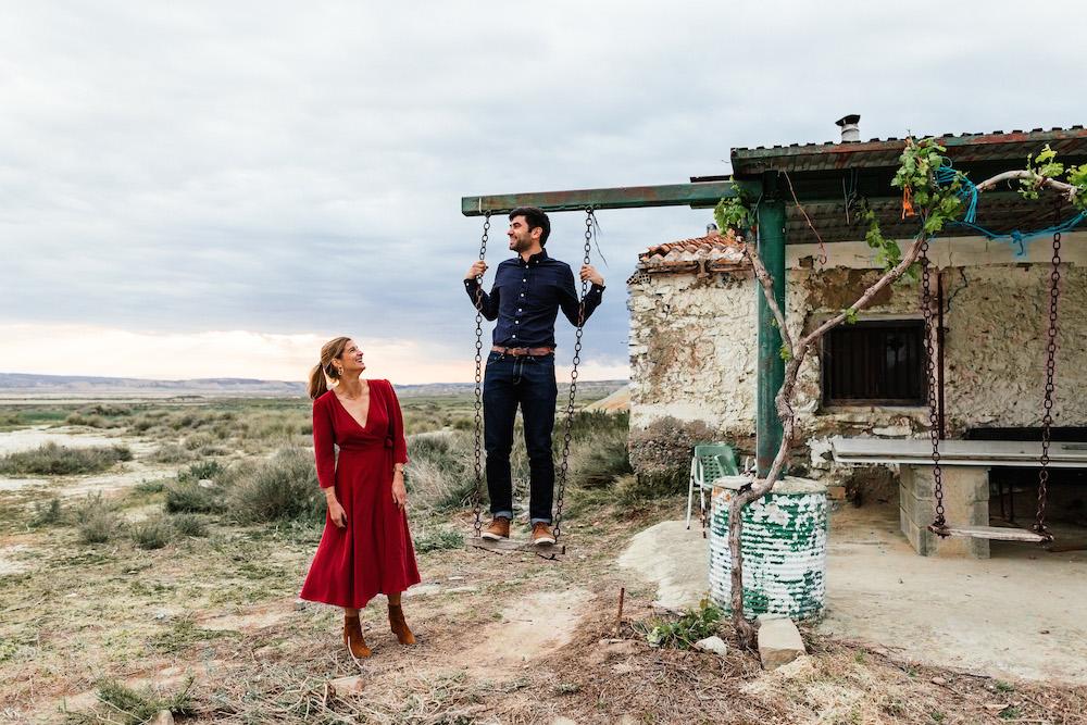 couple-session-emma-olivier-desert-bardenas-reales-rosefushiaphotographie056