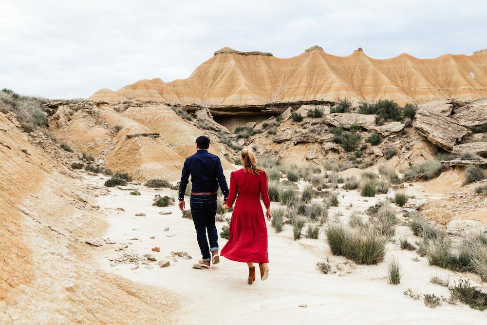 couple-session-emma-olivier-desert-bardenas-reales-rosefushiaphotographie059
