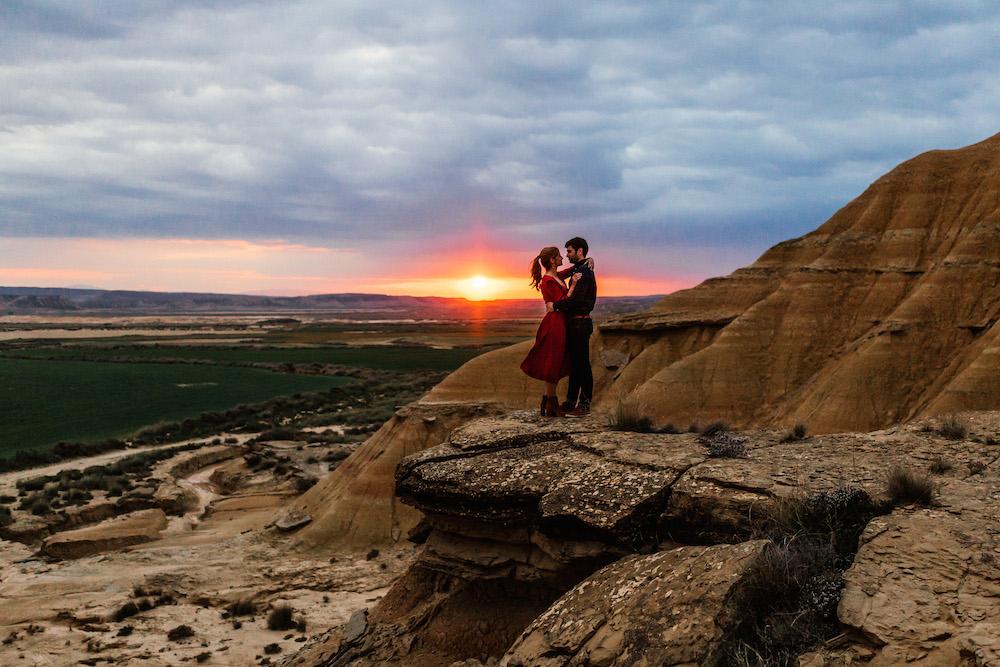 couple-session-emma-olivier-desert-bardenas-reales-rosefushiaphotographie061
