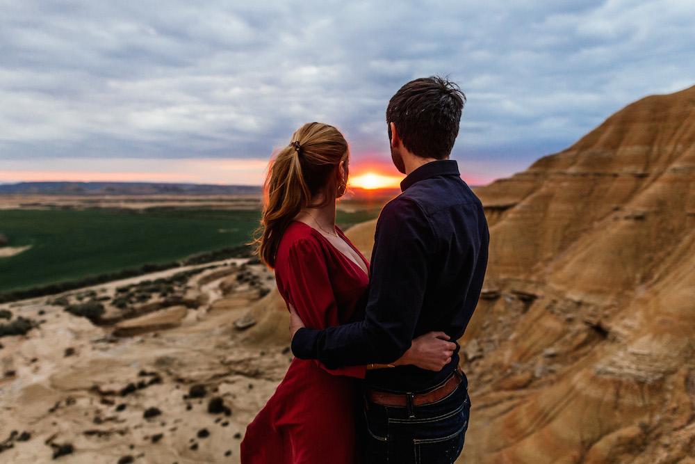 couple-session-emma-olivier-desert-bardenas-reales-rosefushiaphotographie062
