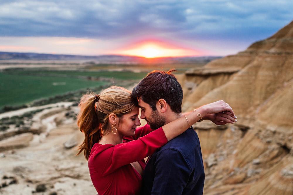 couple-session-emma-olivier-desert-bardenas-reales-rosefushiaphotographie063