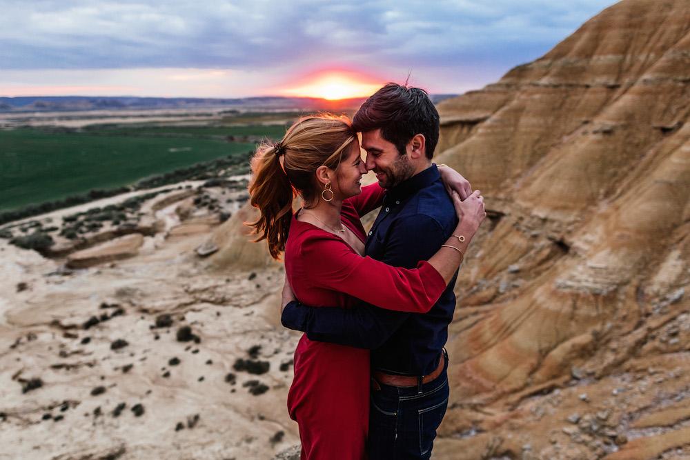 couple-session-emma-olivier-desert-bardenas-reales-rosefushiaphotographie066