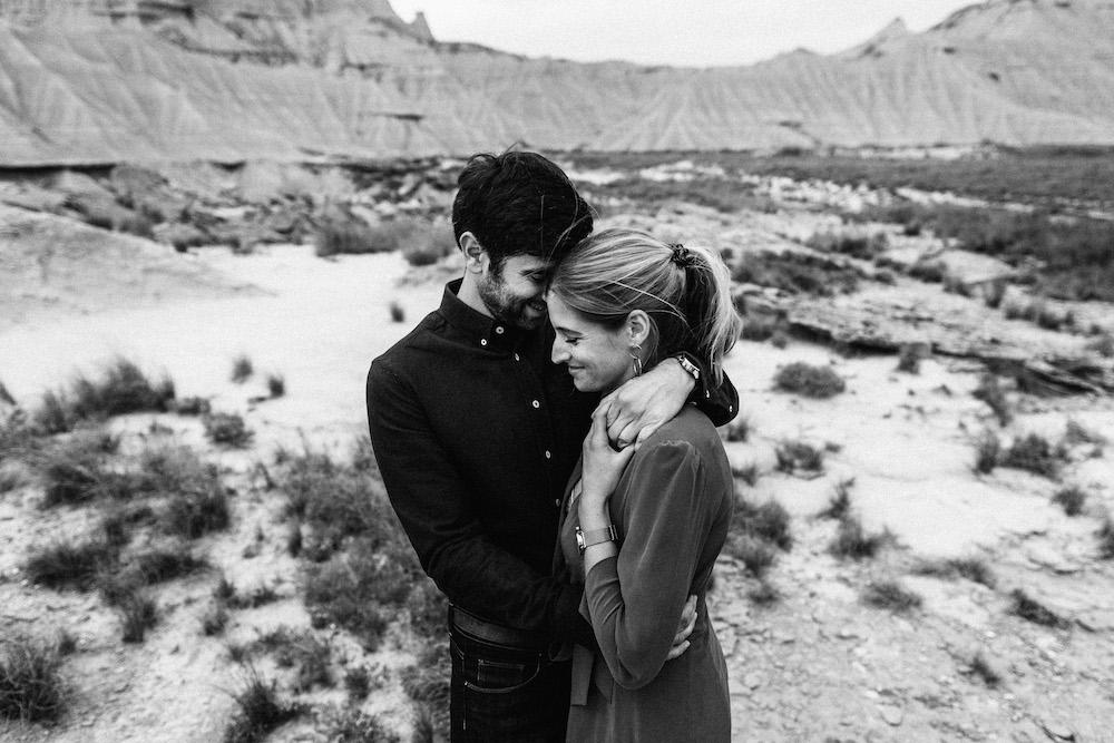 couple-session-emma-olivier-desert-bardenas-reales-rosefushiaphotographie069