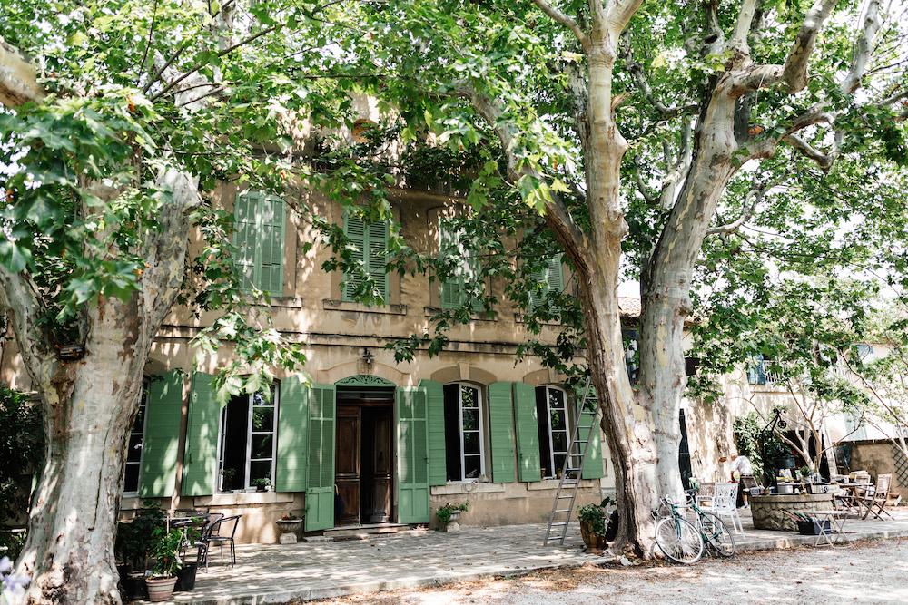 Mariage-pluvieux-festif-Camille-Renaud-Salon-de-Provence-rosefushiaphotographie003